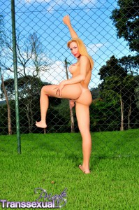 tranny babe plays outdoors